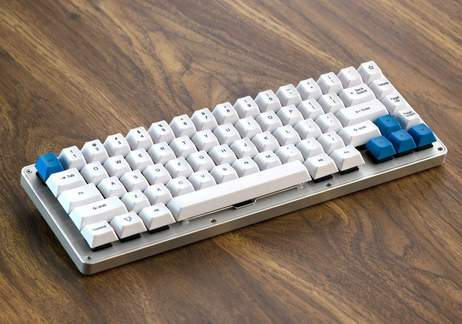 WhiteFox: A full programmable keyboard